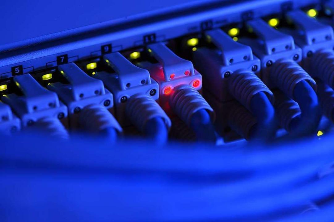 Hacker haben sich für die Kühlketten d...tschen Corona-Impfstoffe interessiert.  | Foto: Felix Kästle (dpa)