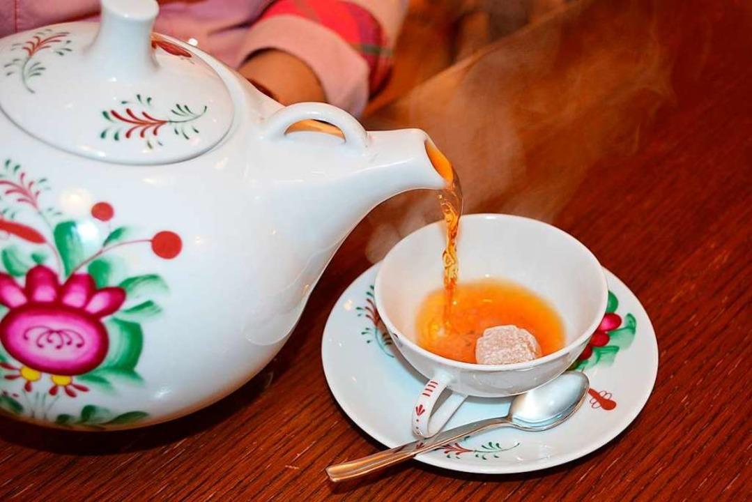 Teezeit in Ostfriesland    Foto: www.ostfriesland.travel (dpa)