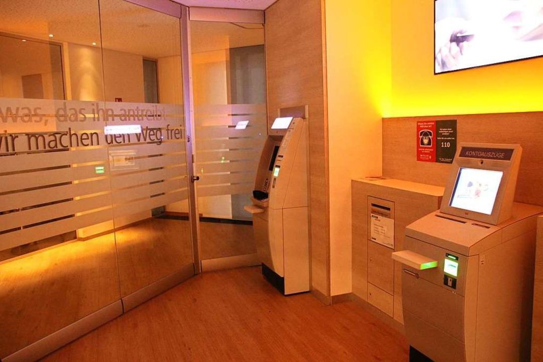 Auch in der Volksbankfiliale in Merdin...h die Automaten im Vorraum zugänglich.  | Foto: Mario Schöneberg