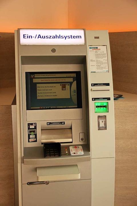 Die Automaten sollen auch in der Gottenheimer Filiale noch einige Jahre bleiben.  | Foto: Mario Schöneberg