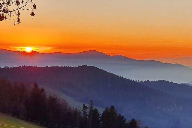 Dieser Sonnenuntergang sieht aus wie ein Gemälde von Caspar David Friedrich
