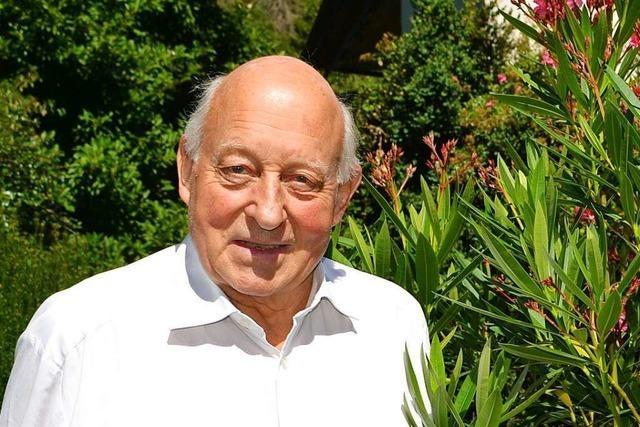 Der frühere Pfarrer Hans-Joachim Demuth wird am Sonntag 80