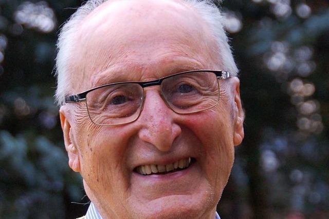 Zum 95. Geburtstag gibt's für Frank Herrmann Dresdner Christstollen