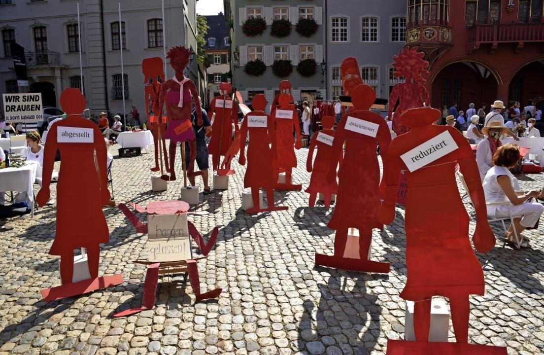 Demo für das Frauenpriestertum: Vertre...iburger Münsterplatz im September 2020    Foto: Thomas Kunz
