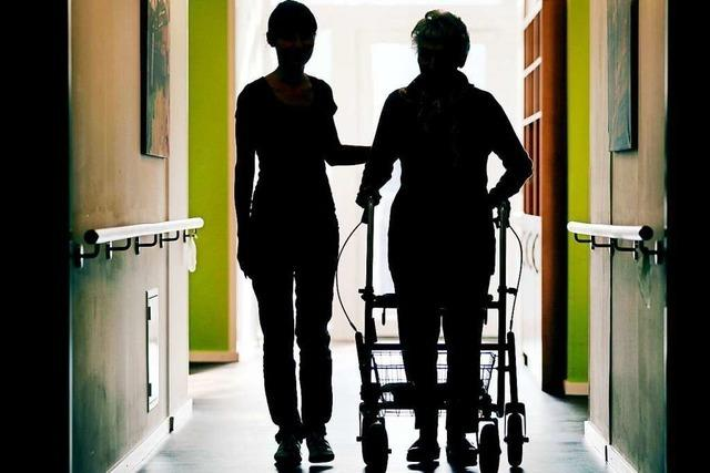 Ehepaar verlost Urlaub in Ferienwohnung an Pflegekräfte