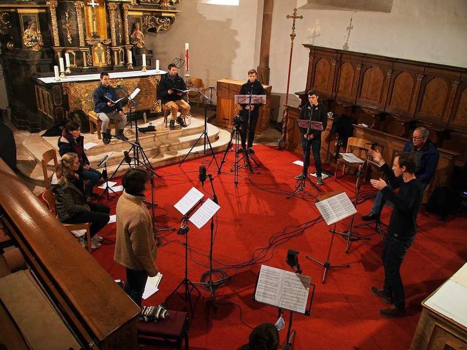 Im Chorraum der Kirchzartener St.-Gall...dierende der Musikhochschule Freiburg.  | Foto: Markus Donner