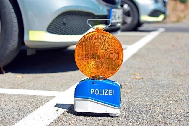 Autofahrer verletzt sich schwer bei Unfall in Lörrach