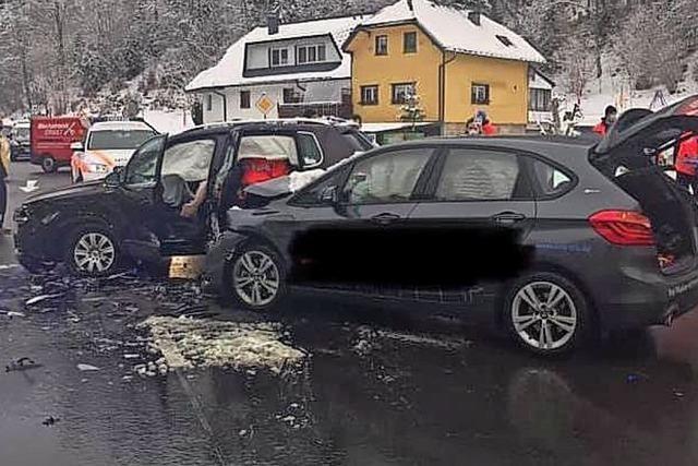 Verletzte Fahrerin nach Unfall in Todtmoos in die Klinik