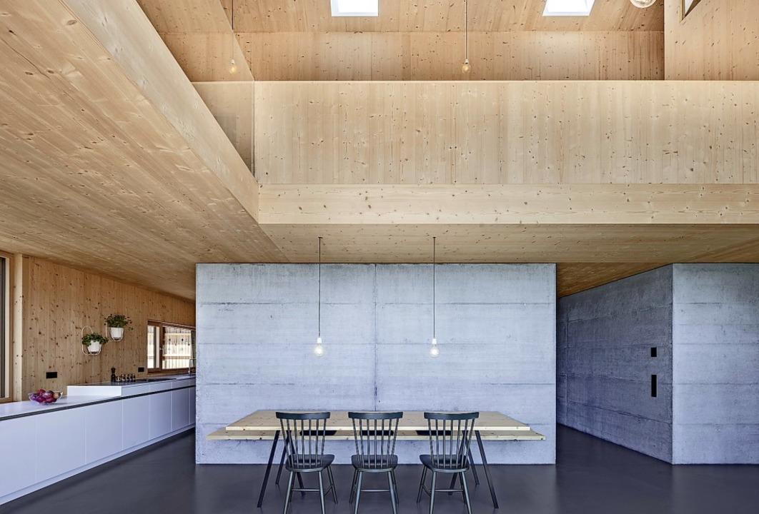 Holz trifft Beton: moderne, luftige Ko...in Rickenbach, Architektin Katja Knaus    Foto: Markus Guhl, Stuttgart