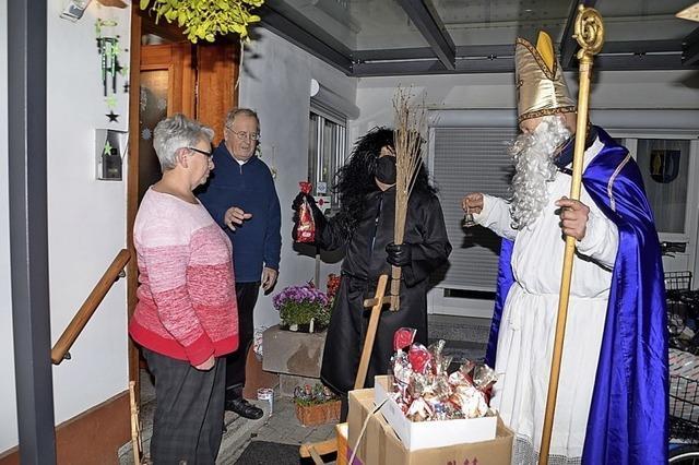 Nikolaus besucht treue Wanderer