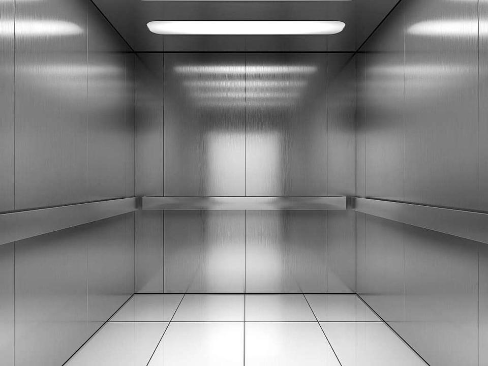 Warum gibt es in Aufzügen Spiegel?  | Foto: Sashkin (stock.adobe.com)
