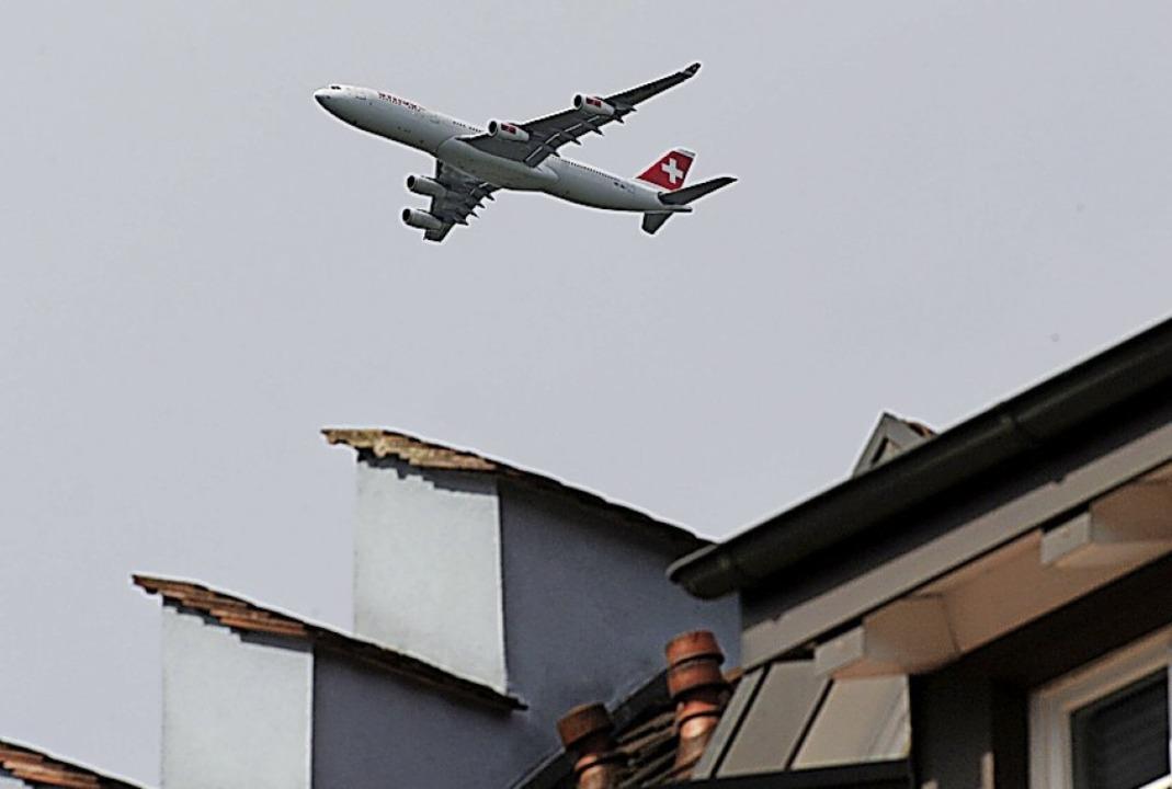 Schweizer Flieger über Hohentengen im Kreis Waldshut   | Foto: Patrick Seeger, Patrick Seeger