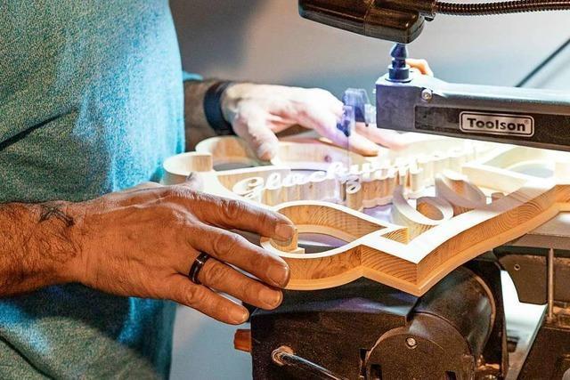 Ein Umkircher sägt Kunstwerke aus Holz – nicht nur im Advent
