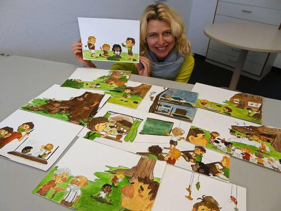 Annegret Freudig mit den Bildern von Emma Rumpf  | Foto: Peter Stellmach