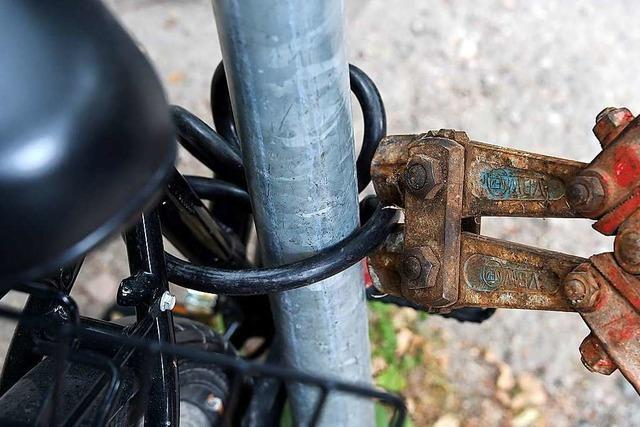 Dieb bietet Rad zum Verkauf an Eigentümer an
