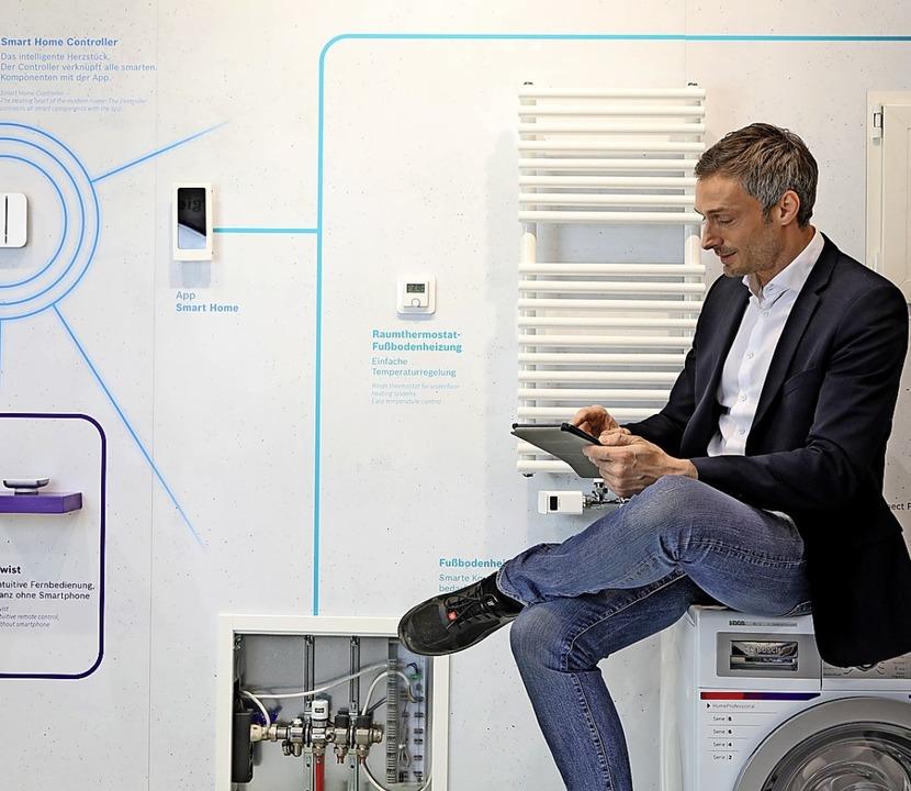 Alles vernetzt:Im Smart Home sind Hei...r – zum Beispiel vom Tablet aus.    Foto: Jochen Günther