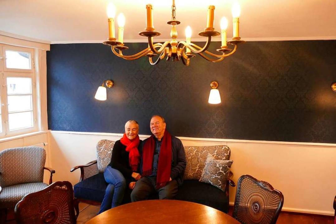Adelheid und Roland Wagner haben das Haus aufwendig sanieren lassen.  | Foto: Mark Alexander