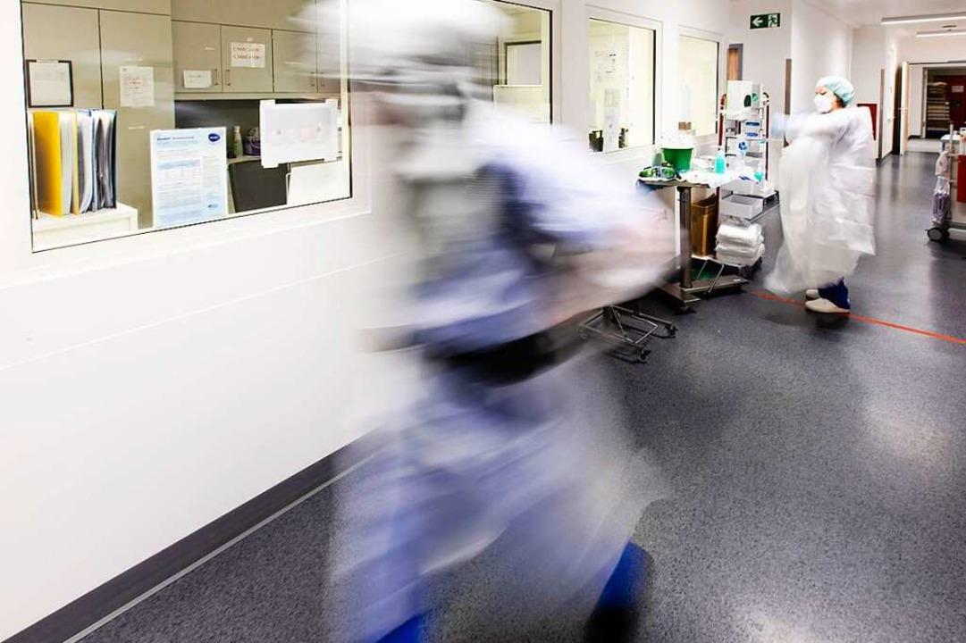 Die Uniklinik verschiebt alle nicht dringenden Behandlungen (Symbolbild)  | Foto: Frank Molter (dpa)