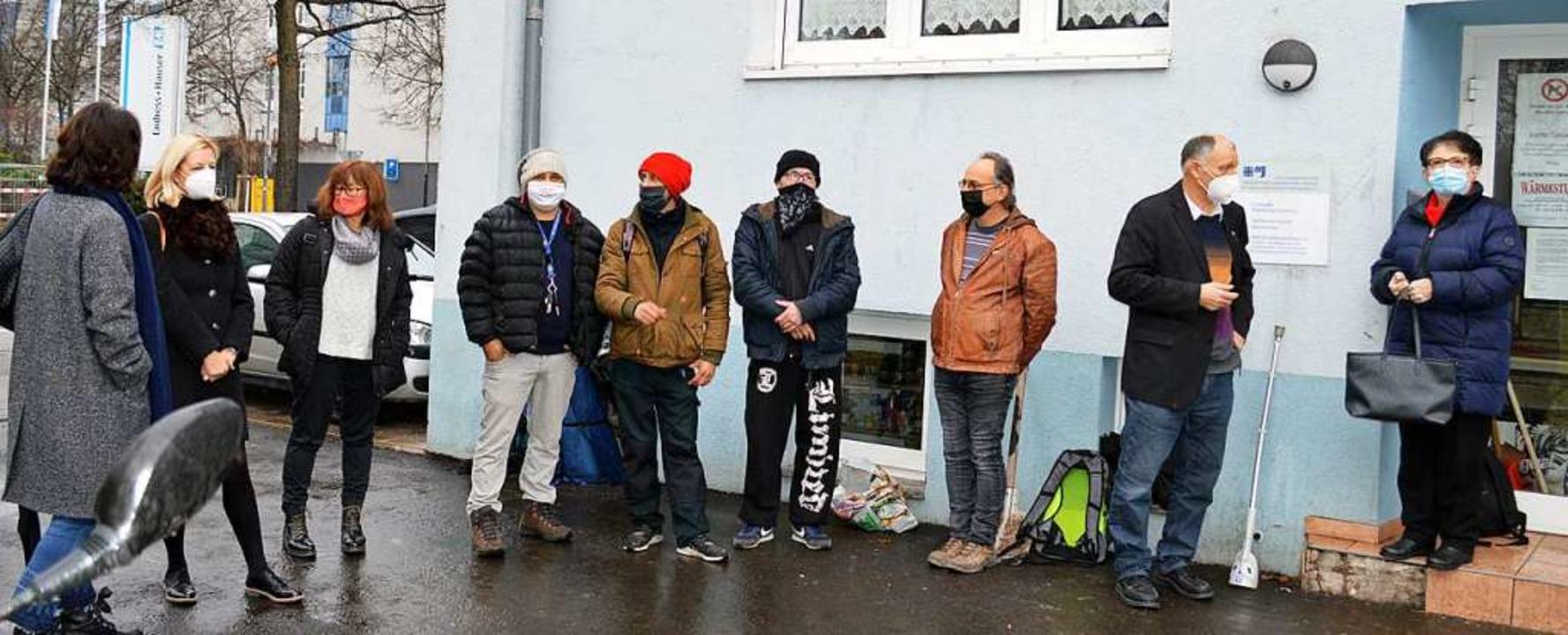 Erst dieser Tage hat die Wärmestube vo... Oliver Killmann (Dritter von rechts).  | Foto: Hartmut Kern