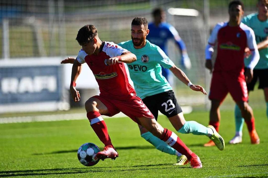 Noah Weißhaupt  im Oktober 2020 bei ei...tie des SC II  gegen Kickers Offenbach  | Foto: Achim Keller