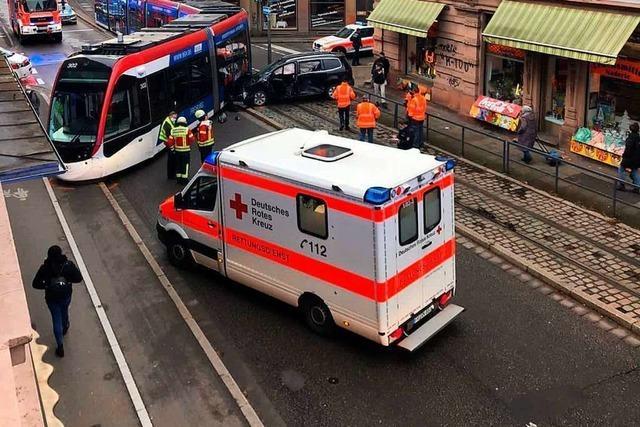 Straßenbahn entgleist nach Kollision am Freiburger Schwabentor – fünf Personen verletzt