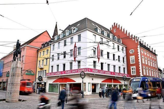 Zieht Telekom in das bisherige Modehaus Fabel am Freiburger Bertoldsbrunnen?
