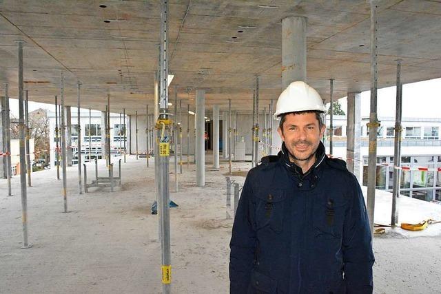 Der Rohbau für die Erweiterung des Weiler Rathauses wird in Rekordzeit fertig