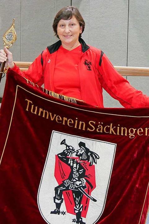 Bastelt gerne und  sucht noch ein sich...istorische Vereinsfahnen: Heidi Hausin  | Foto: Privat