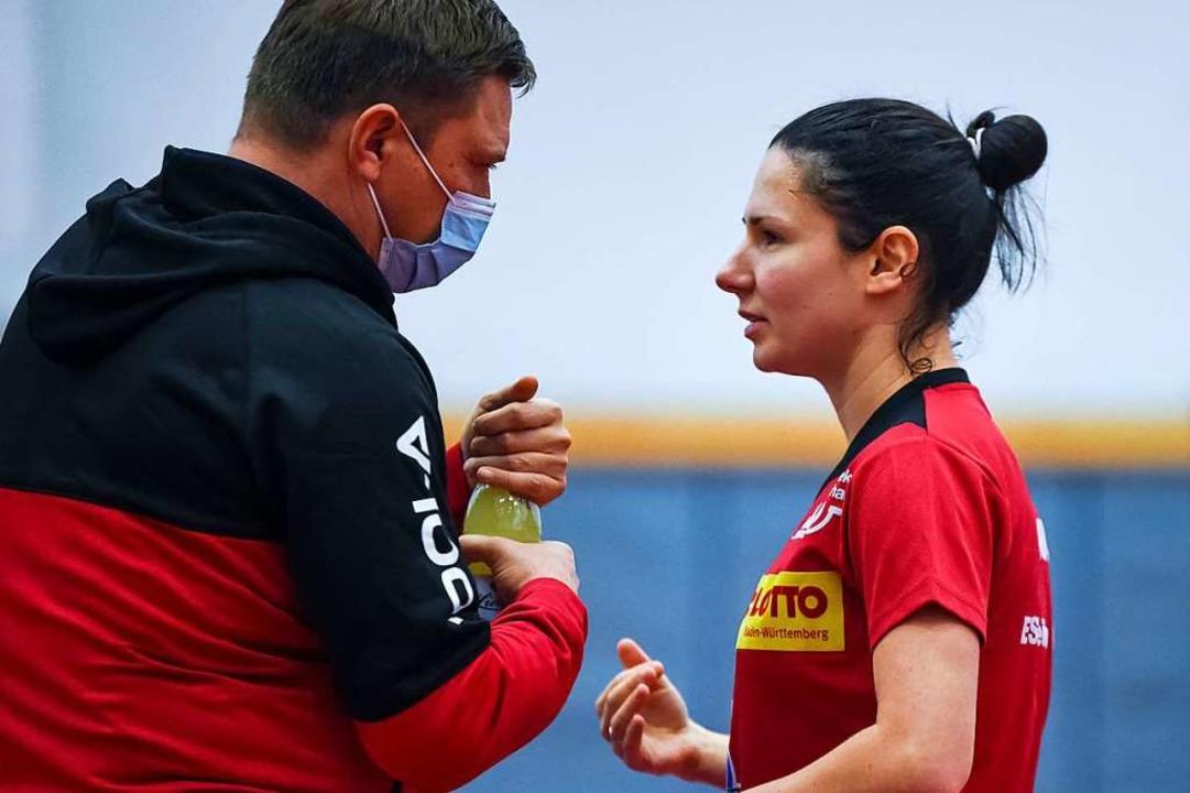 Fünf Tage in Quarantäne: ESV-Spitzensp...geniia Sozoniuk mit Trainer Alen Kovac  | Foto: Gerd Gründl