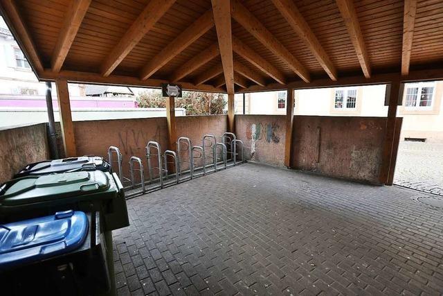 Immer wieder Ärger mit Müll – jetzt wird der Fahrradabstellplatz in Ichenheim eingezäunt