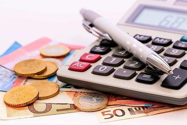 Au erhöht Grundsteuer B und tritt aus Muettersproch-Gesellschaft aus
