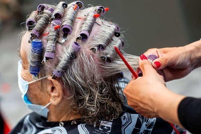Ein Friseurbesuch ist für eine Rentnerin aus Freiburg ein großer Luxus