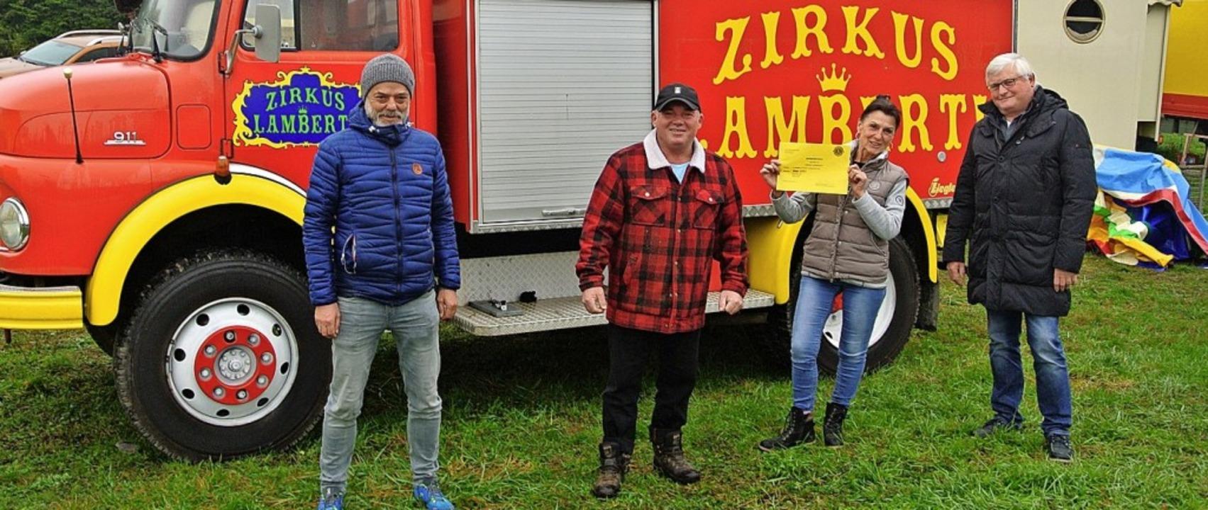 <BZ-FotoAnlauf>Lions Club:</BZ-FotoAnl...echts) an Manuela und Johann Zinnecker  | Foto: privat