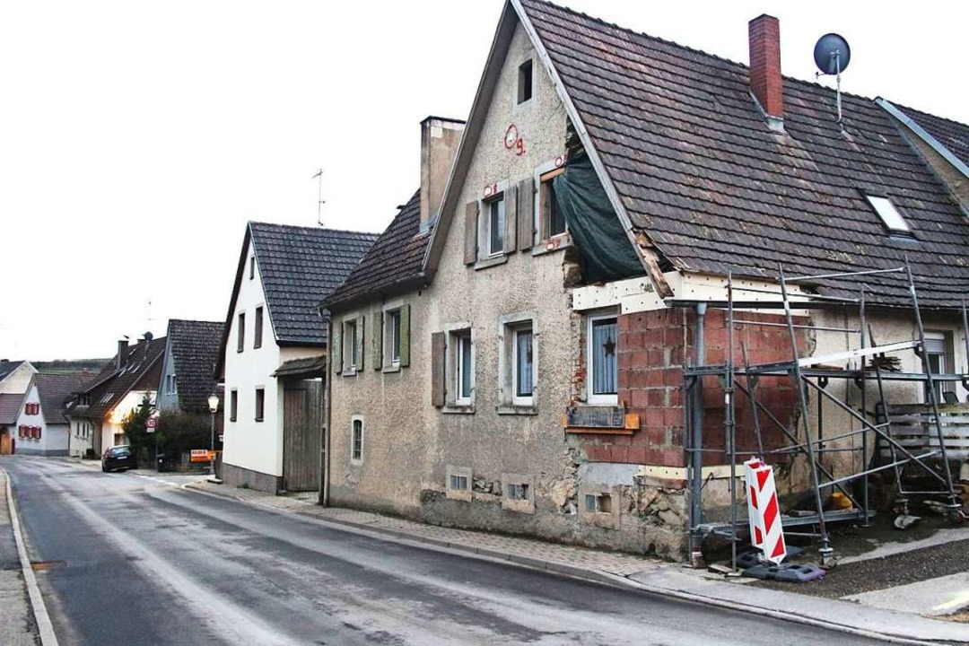 Bei manchen Gebäuden wie hier in der B...t der Sanierungsbedarf offensichtlich.  | Foto: Horst David
