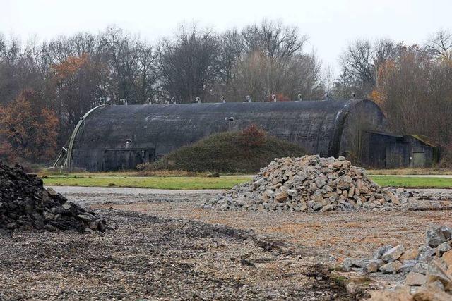 Shelter auf dem Lahrer Flugplatz nahe Zalando werden abgerissen