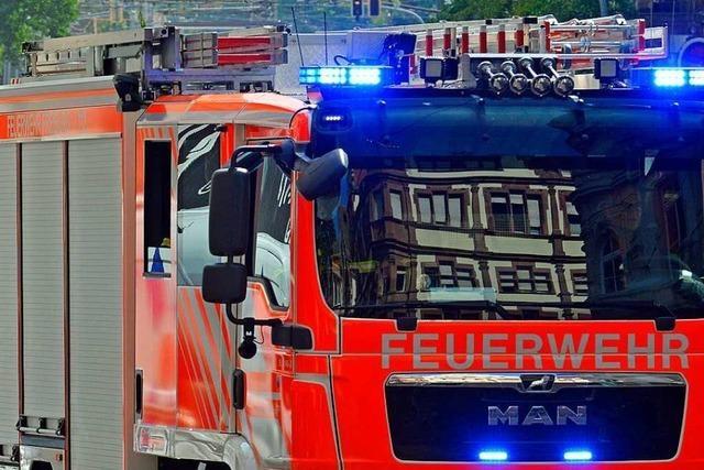 Feuerwehr löscht Küchenbrand an Freiburgs Geschwister-Scholl-Platz