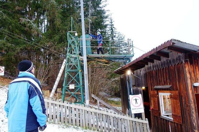 TÜV-Plakette für den Ewattinger Skilift