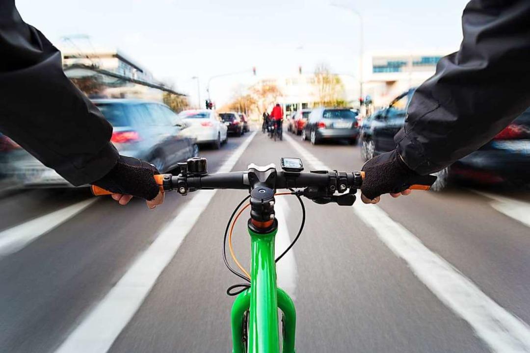 Ein offenes Sichtfeld kann Radler stressen – denn überall lauert Gefahr.  | Foto: David.Sch  (stock.adobe.com)