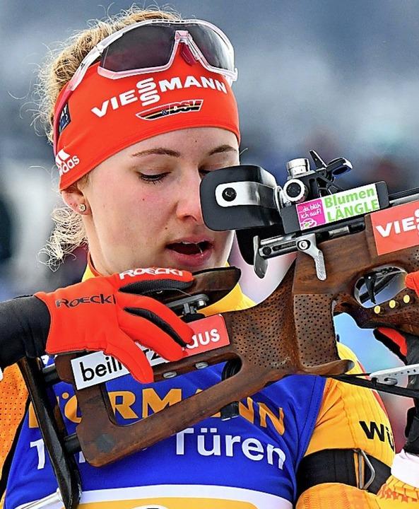 Konzentriert und sicher beim Schießen: Janina Hettich  | Foto: Barbara Gindl (dpa)