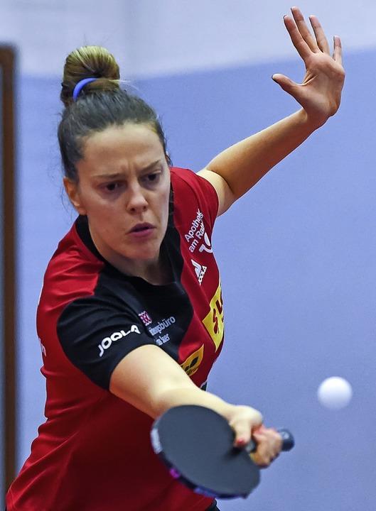 Matchball scharf diagonal abgewehrt: Polina Trifonova blieb unbesiegt.    Foto: Gerd Gruendl