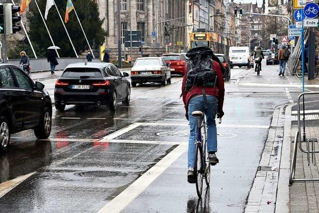 Radler bekommen mehr Platz in der Günterstalstraße