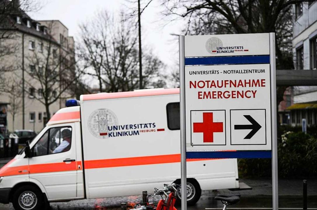 Wer mit dem Krankenwagen an die Notauf... möglicherweise Symptome unterschätzt.  | Foto: Patrick Seeger (dpa)