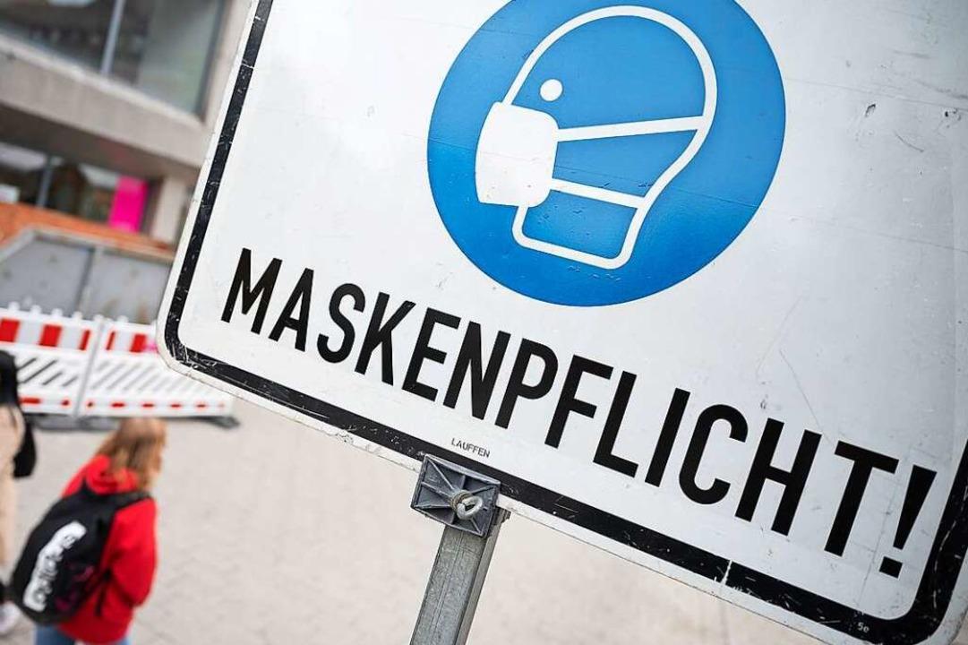 Maskenpflicht herrscht an vielen öffentlichen Orten.  | Foto: Sebastian Gollnow (dpa)