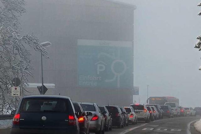 Verschneiter Feldberg wird zum Besuchermagnet – Abstände werden zum Problem