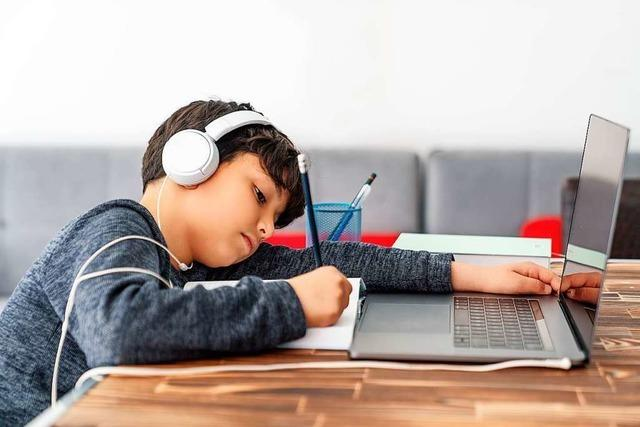 Fernlernen statt Ferien fordern Freiburger Schulen und Eltern – doch es fehlen die Geräte