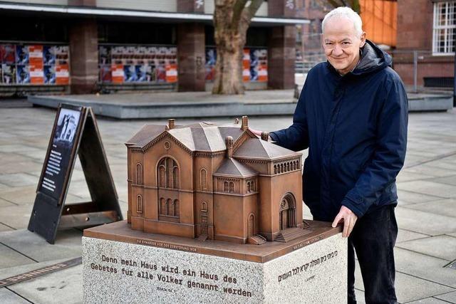 Modell der alten Synagoge ergänzt jetzt den Gedenkbrunnen