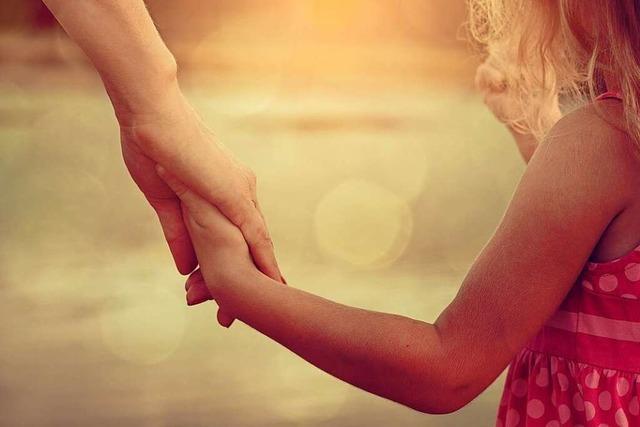 Vater und Tochter wollen zusammenbleiben – doch es fehlen Möbel