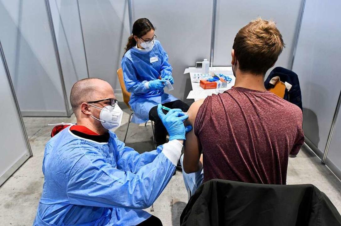 Bei einem Probelauf testeten Studierende die Impfung in der Messe Freiburg  | Foto: Thomas Kunz