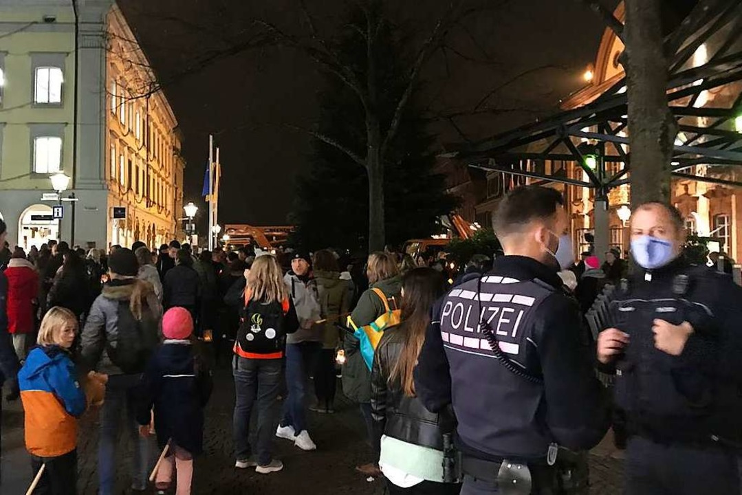 Archivbild aus dem November: Eine Demo...n gegen Corona-Maßnahmen in Offenburg.    Foto: Valentin Heneka