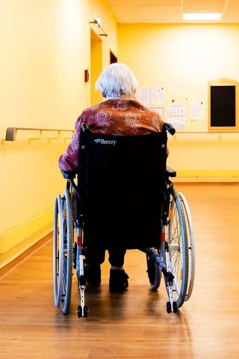 Von den über 85-Jährigen leben in der Schweiz fast alle in einem Heim.  | Foto: Frank Molter (dpa)